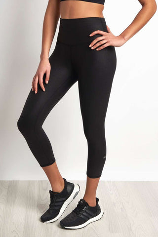 Alo Yoga High-Waist Airbrush Capri Legging Black Glossy image 1 - The Sports Edit