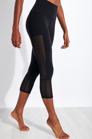 Alo Yoga Off The Grid Capri - Black image 1 - The Sports Edit