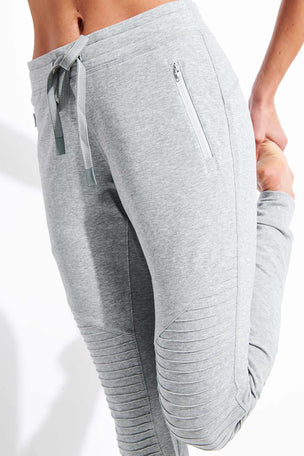Alo Yoga Urban Moto Sweatpant - Dove Grey Heather image 4 - The Sports Edit