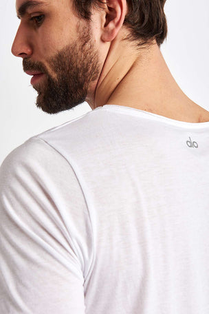 Alo Yoga Ultimate Short Sleeve Tee - White image 3 - The Sports Edit
