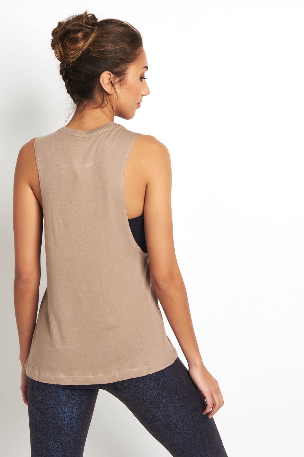 Alo Yoga Wanderlust Muscle Tank Gravel image 2 - The Sports Edit