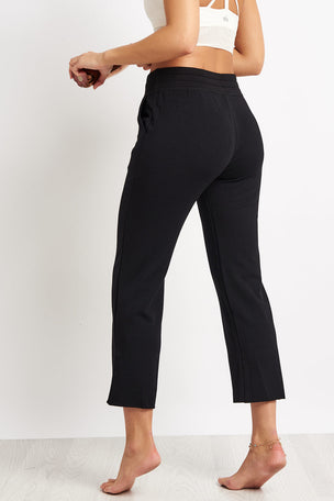 Beyond Yoga Above Water Cropped Sweatpant - Black image 2 - The Sports Edit