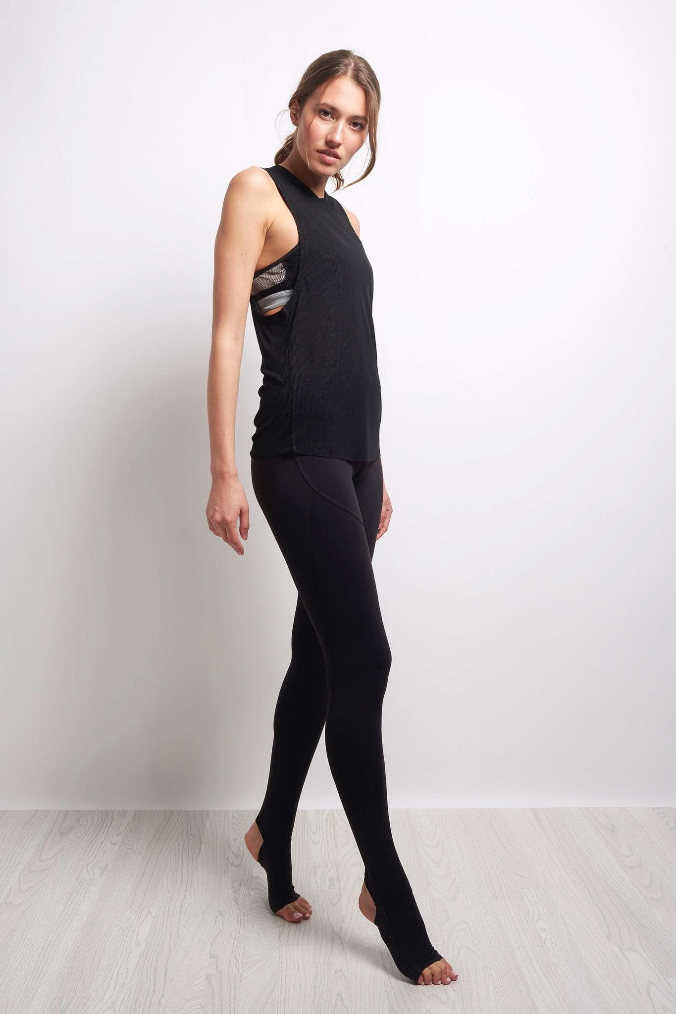 Alo Yoga Heat Wave Tank - Black image 2 - The Sports Edit