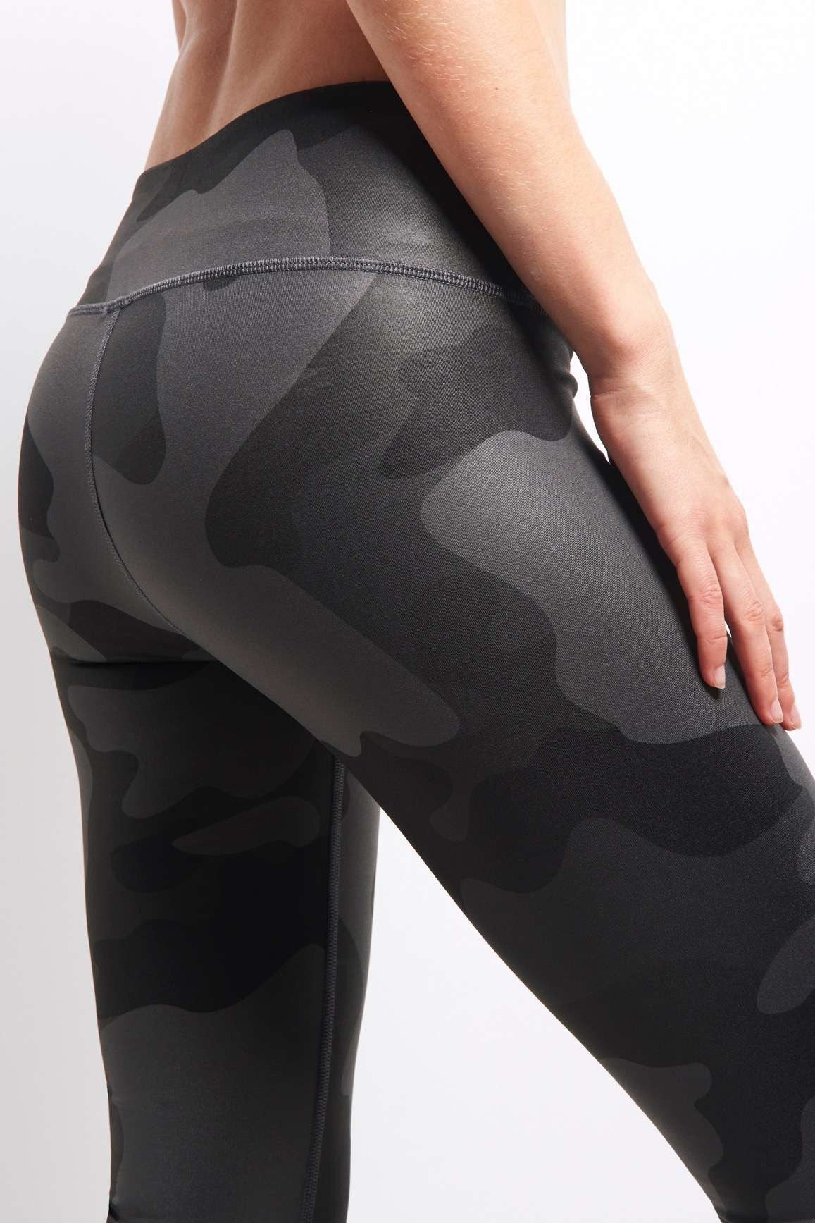 Alo Yoga Airbrush Legging - Black Camo image 4 - The Sports Edit