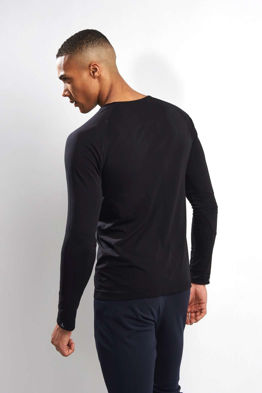 Falke Long-sleeved Comfort Shirt - Black image 2 - The Sports Edit