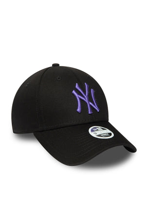 New Era New York Yankees League Essential 9FORTY Women's Cap - Black image 3 - The Sports Edit