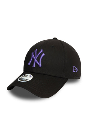 New Era New York Yankees League Essential 9FORTY Women's Cap - Black image 1 - The Sports Edit