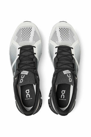 ON Running Cloudflow - Black/White | Men's image 4 - The Sports Edit