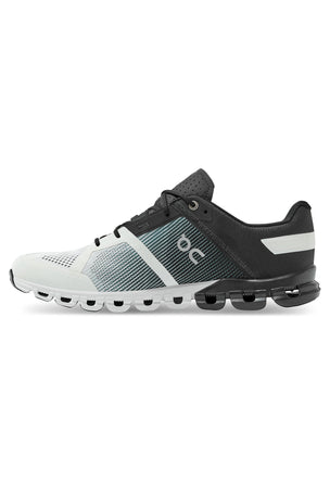 ON Running Cloudflow - Black/White | Men's image 3 - The Sports Edit