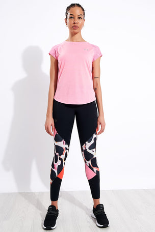 Under Armour Streaker 2.0 Shift Short Sleeve - Pink image 2 - The Sports Edit