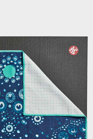 Manduka Yogitoes Yoga Towel - Bubbles image 2 - The Sports Edit