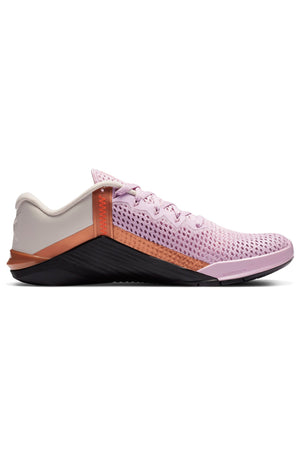 Nike Metcon 6 Shoes - Arctic Pink/Hyper Crimson/Black | Women's image 2 - The Sports Edit