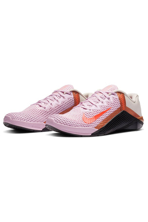 Nike Metcon 6 Shoes - Arctic Pink/Hyper Crimson/Black | Women's image 4 - The Sports Edit