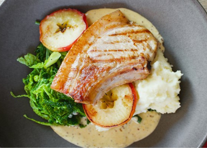 Pork Chops with Apple and Creamy Mashed Potato