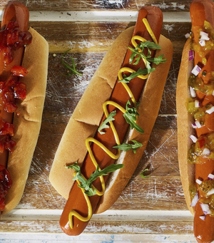 Load image into Gallery viewer, Moving Mountains Plant-Based Hot Dog