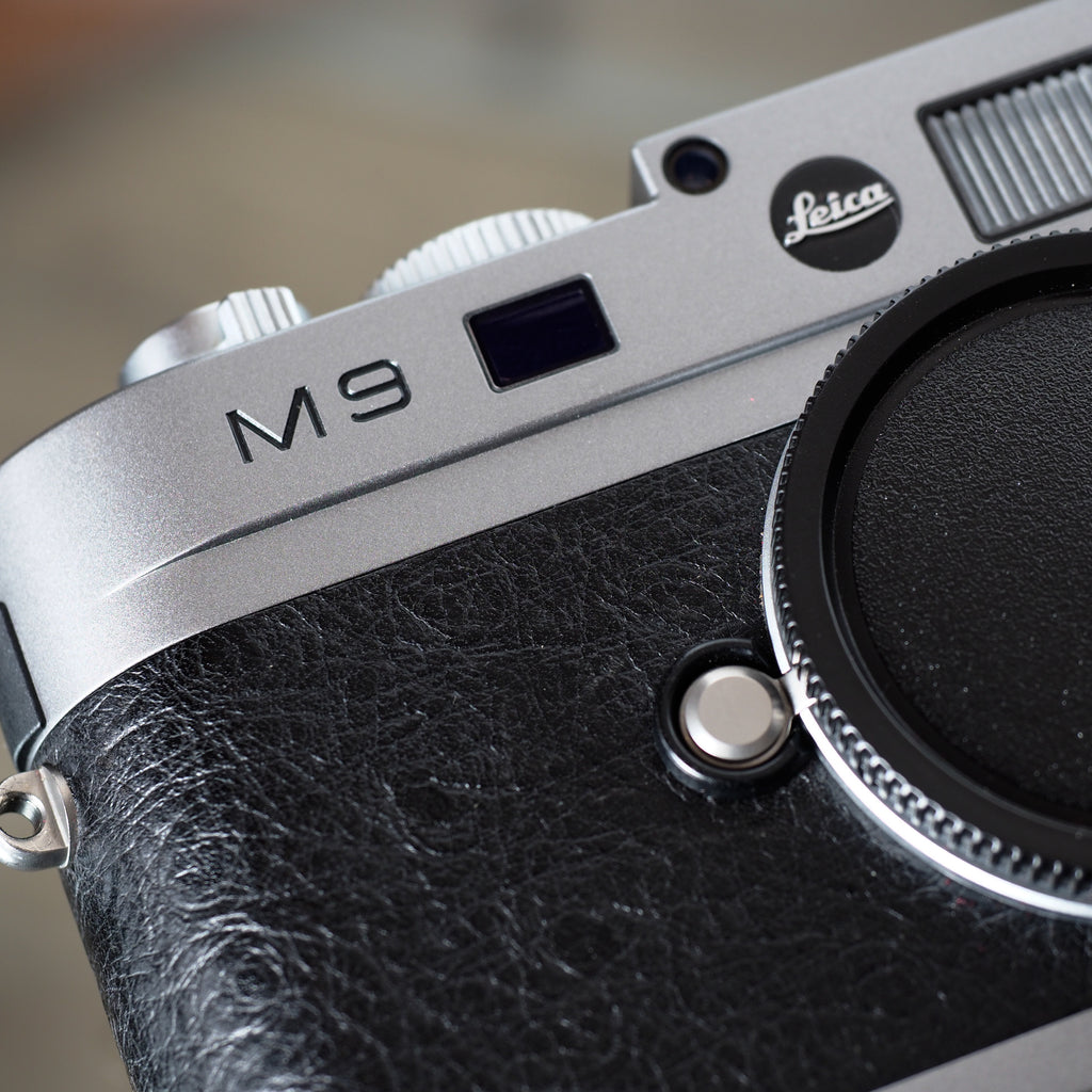 "Leica M9 Steel Grey ""Ostrich Black Edition"""