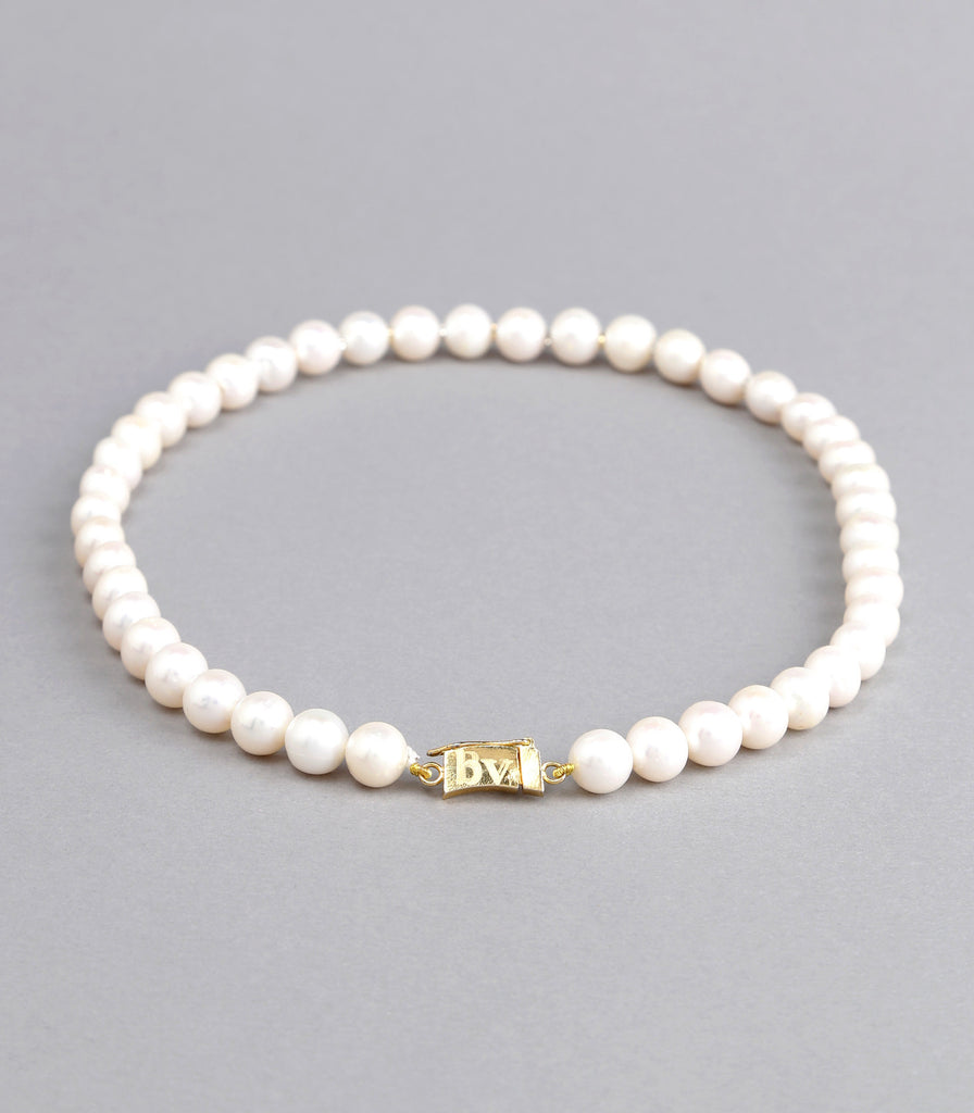 Single Strand White Fresh Water Pearls Necklace with Gold Rings