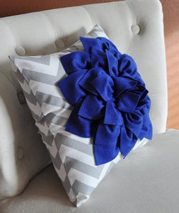 Royal Blue Dahlia on Gray and White Zigzag Pillow -Chevron Pillow- - Daisy Manor