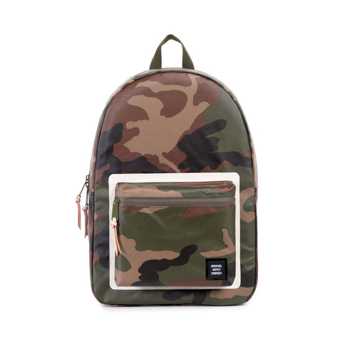 STUDIO SETTLEMENT BACKPACK - WOODLAND CAMO
