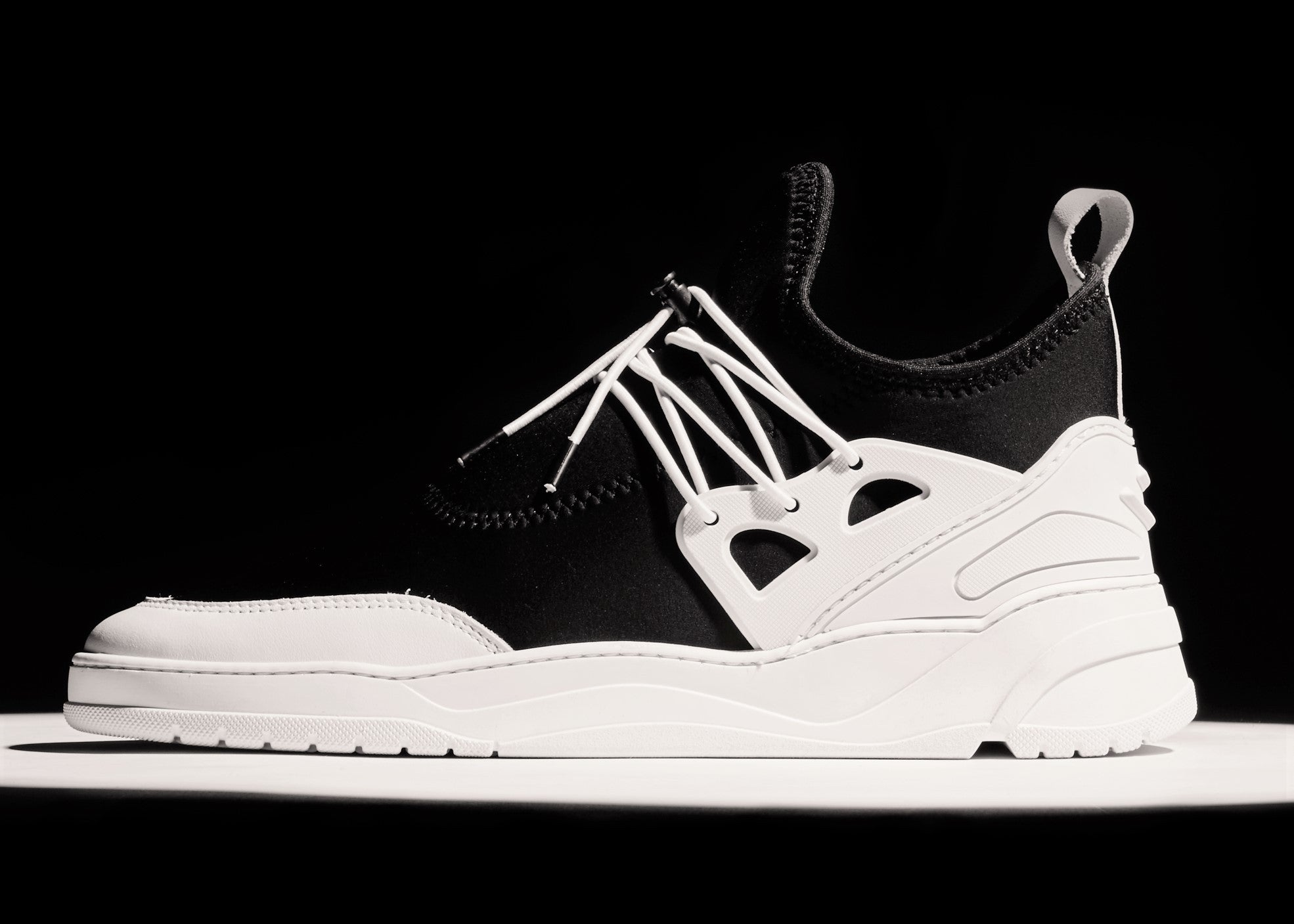 ASTRO RUNNER JINX - BLACK / WHITE