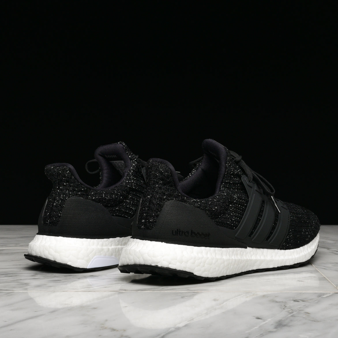 ULTRABOOST - BLACK / WHITE