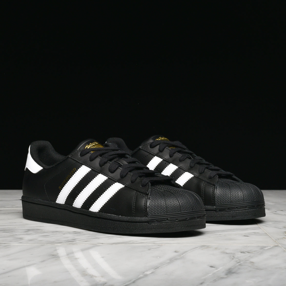 SUPERSTAR FOUNDATION - BLACK / WHITE