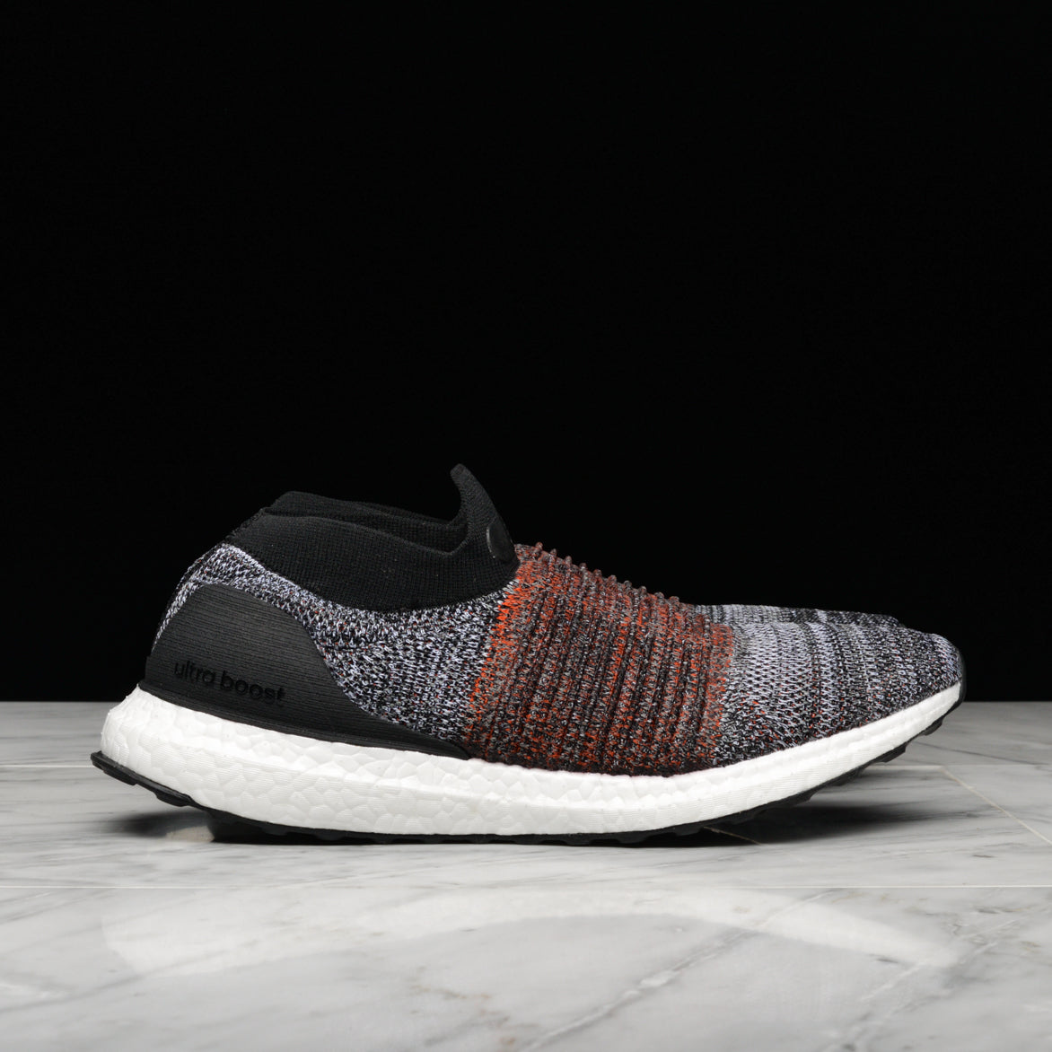 ULTRABOOST LACELESS - CORE BLACK / RUNNING WHITE