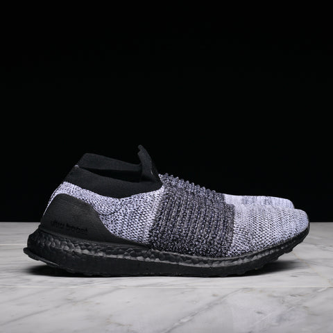 ULTRABOOST LACELESS - BLACK / WHITE