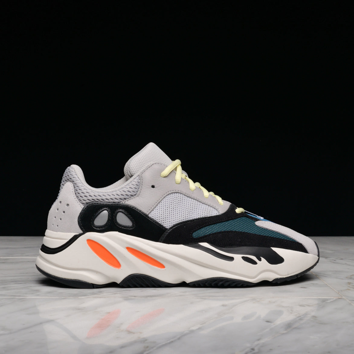 YEEZY BOOST 700 - MULTI SOLID GREY / CHALK WHITE / CORE BLACK