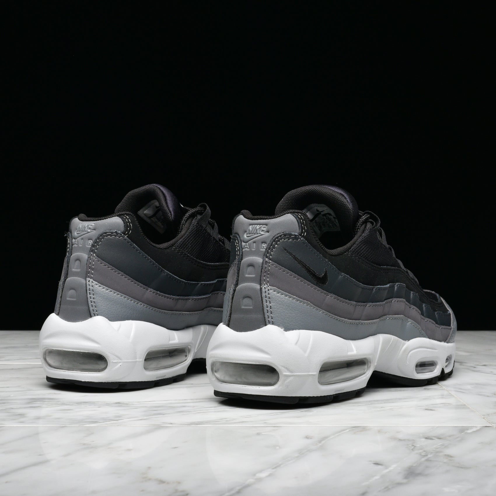 AIR MAX 95 ESSENTIAL - BLACK / DARK GREY