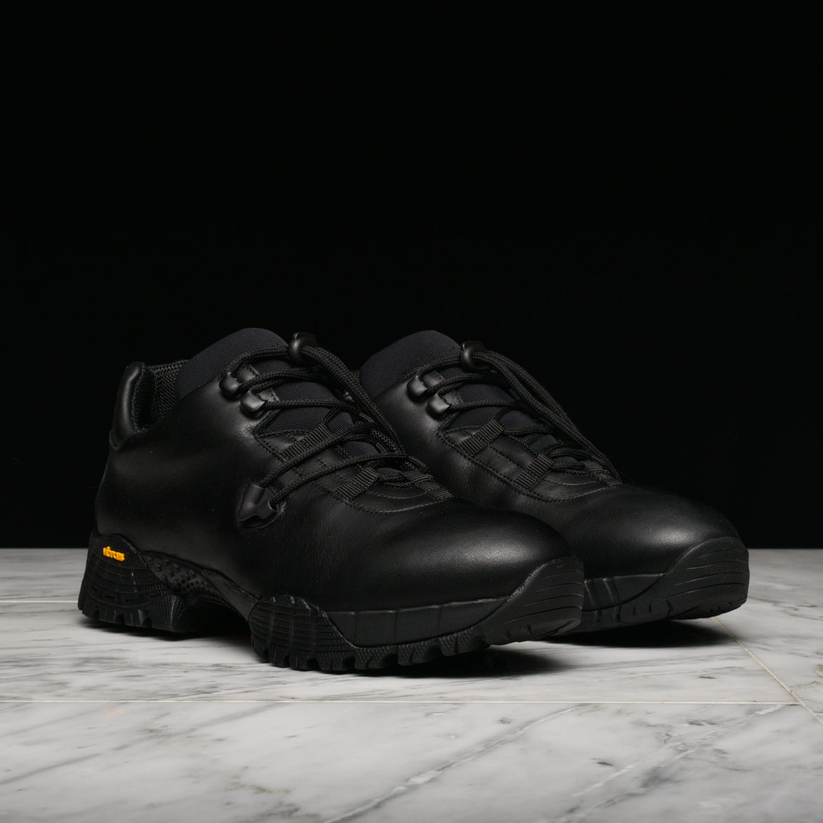 LOW HIKING BOOT - BLACK
