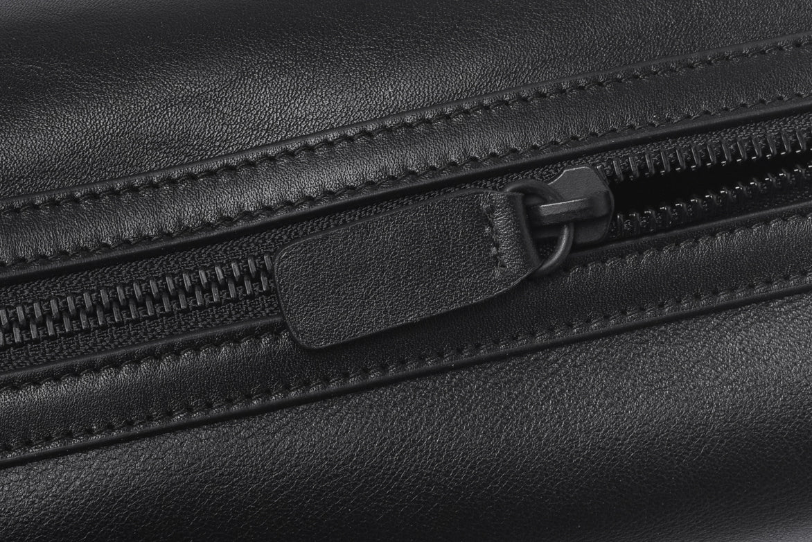 TOILETRY BAG IN SOFT LEATHER - BLACK