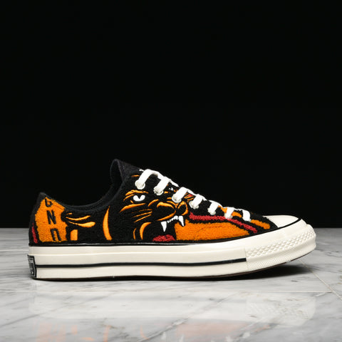UNDEFEATED X CONVERSE CHUCK 70 OX - APRICOT / BAKED APPLE