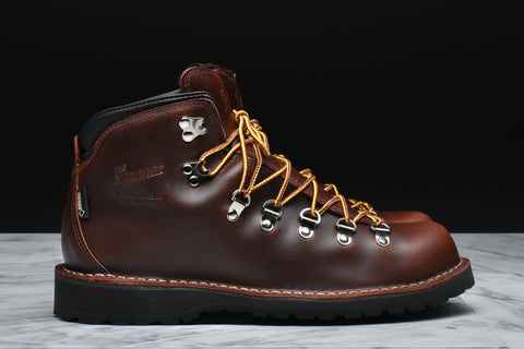 MOUNTAIN PASS - DARK BROWN
