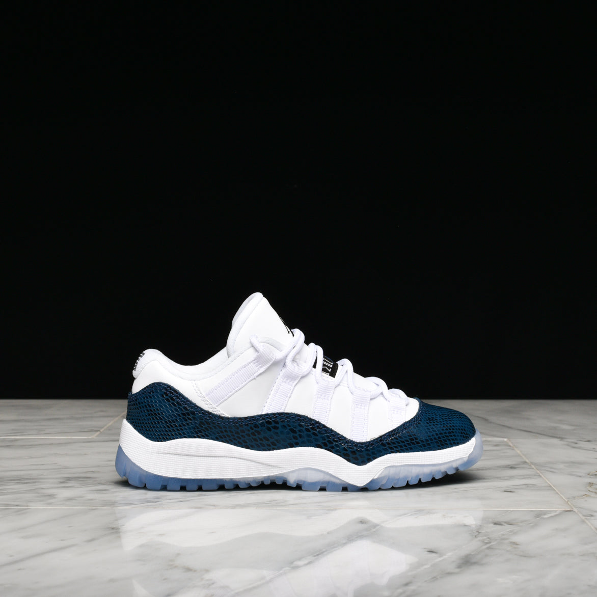 5f9910227797 AIR JORDAN 11 RETRO LOW LE (PS)