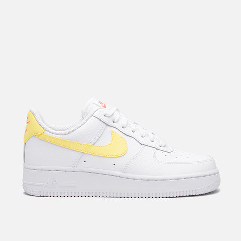 WMNS AIR FORCE 1 '07 - WHITE / LIGHT ZITRON / BRIGHT MANGO