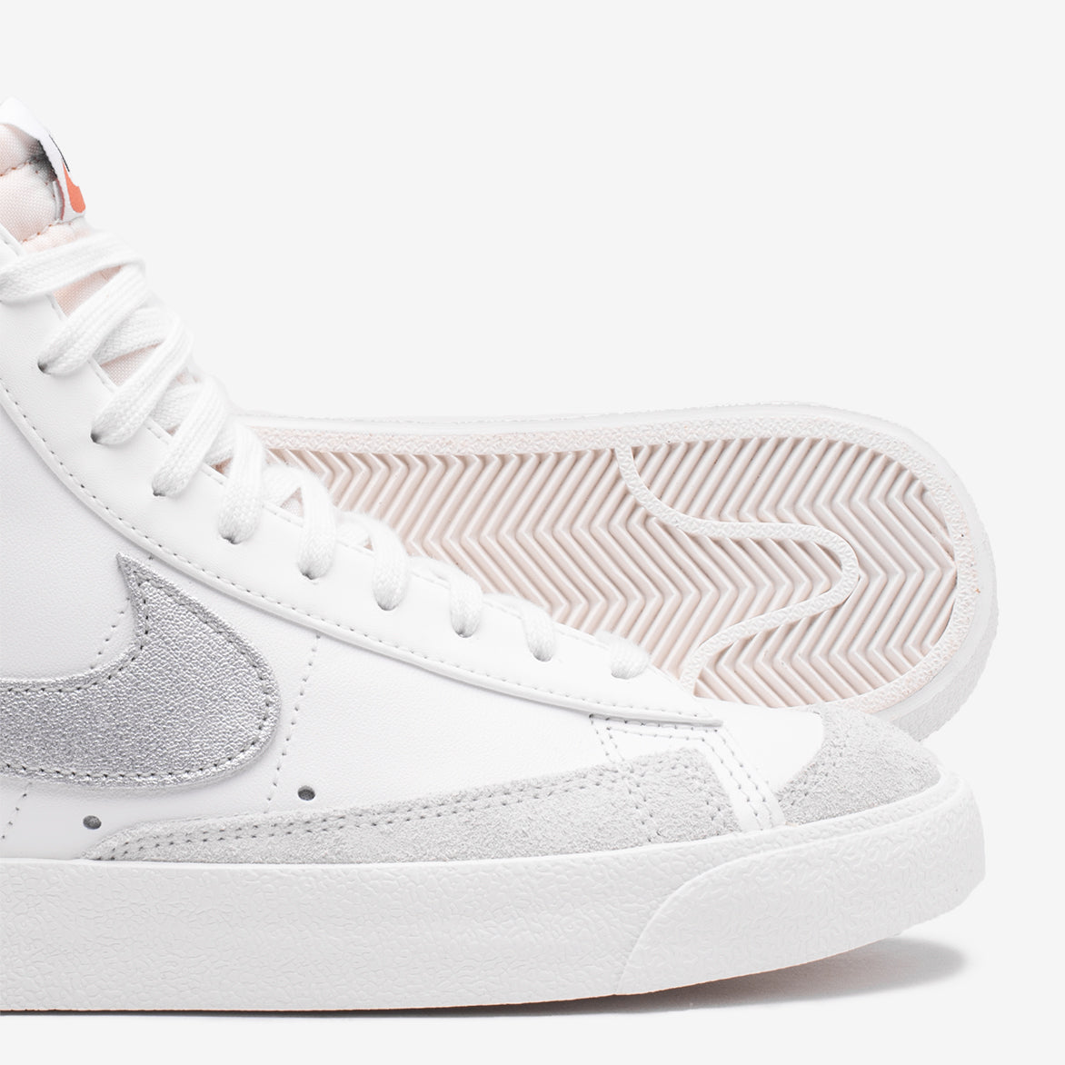 WMNS BLAZER MID`77 - SUMMIT WHITE / METALLIC SILVER