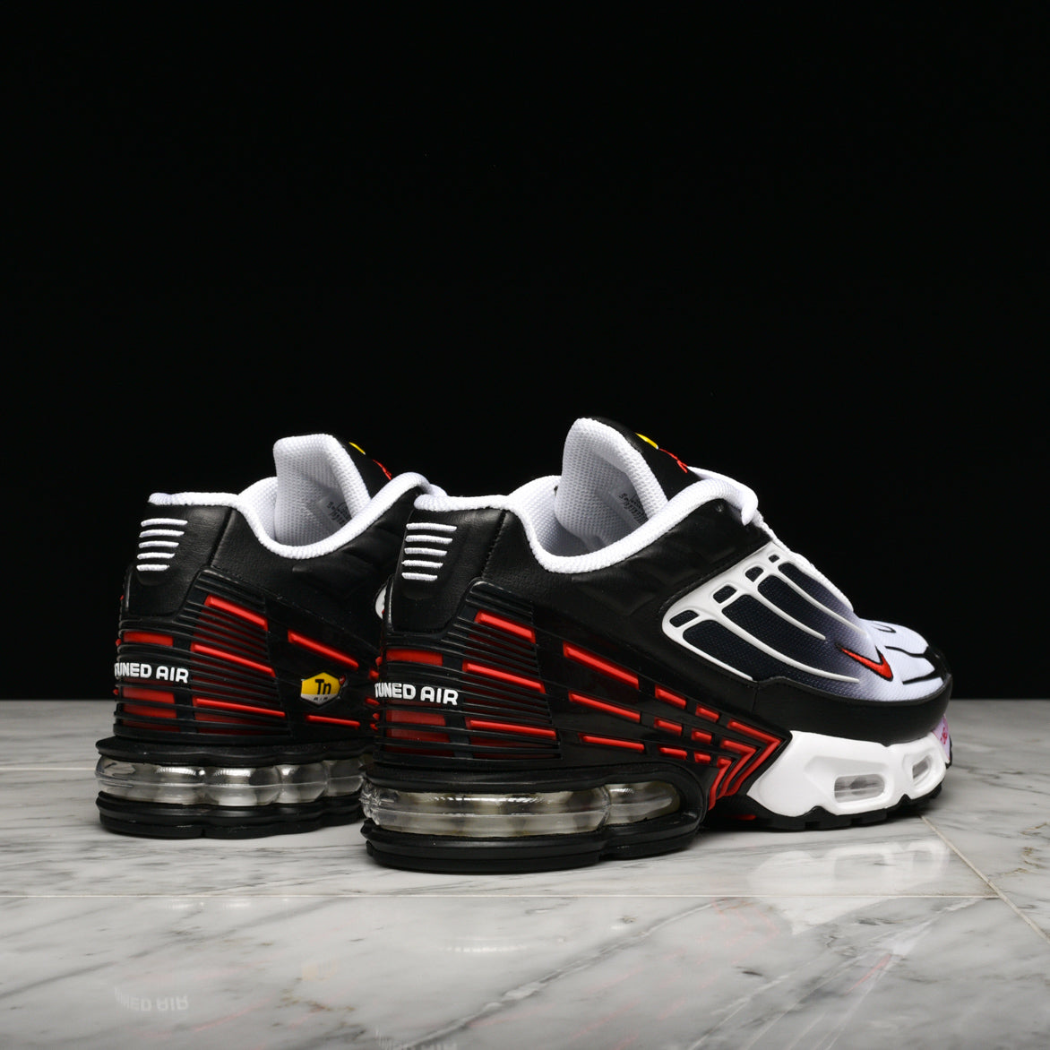AIR MAX PLUS III - BLACK / UNIVERSITY RED / WHITE