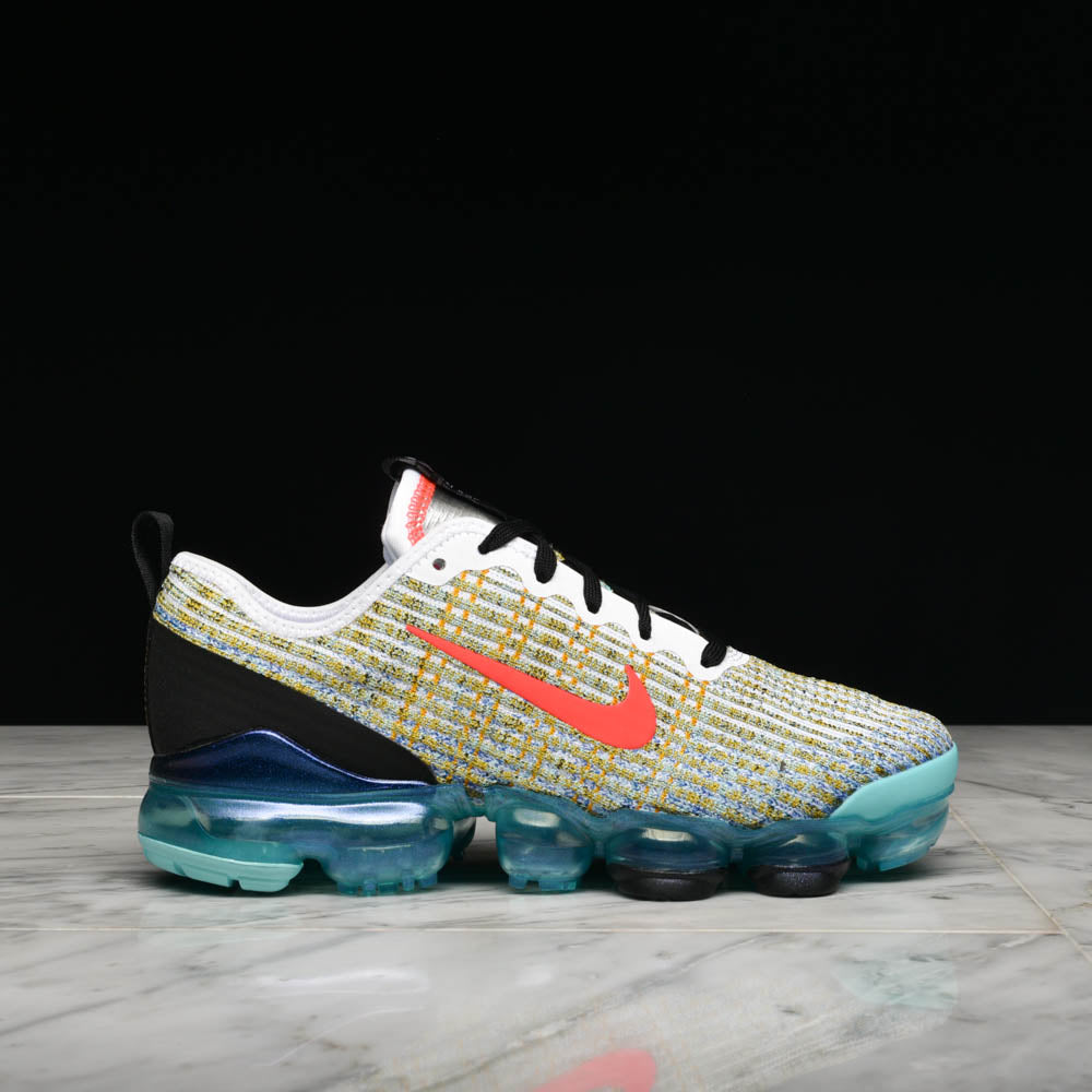 huge discount e20b1 0d7a6 AIR VAPORMAX FLYKNIT 3 (GS) - WHITE / FLASH CRIMSON / HYPER TURQ