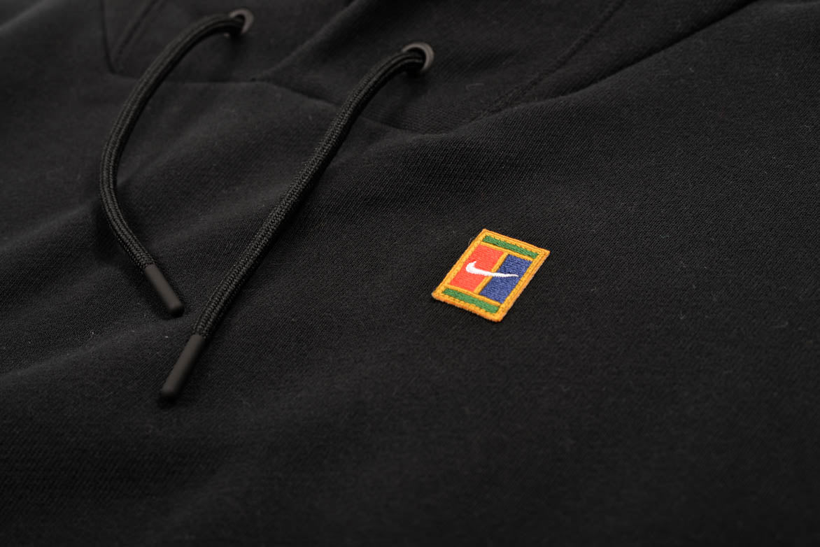 NIKECOURT FLEECE HOODIE - BLACK