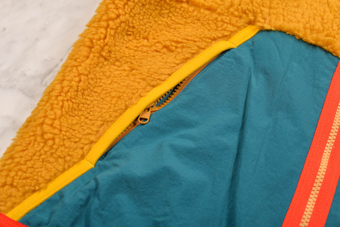 NSW SHERPA FLEECE JACKET - GOLD SUEDE / GEODE TEAL / CLUB GOLD