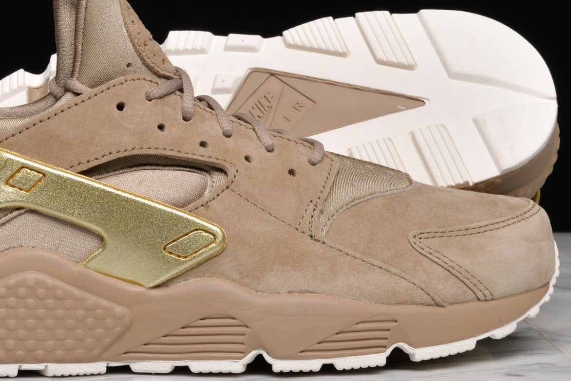1a26836aa3c8 AIR HUARACHE RUN PRM - KHAKI   METALLIC GOLD COIN ...