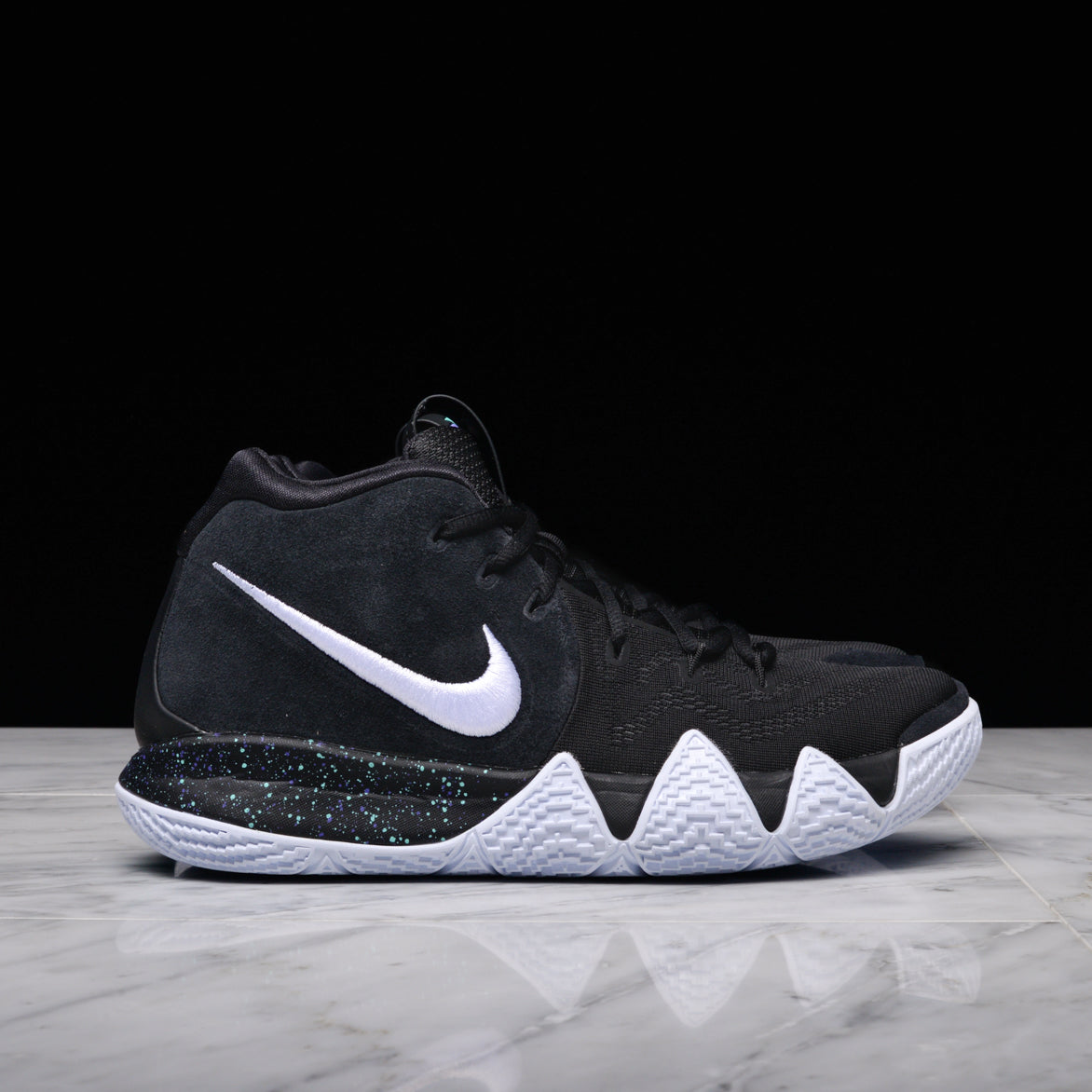 KYRIE 4 - BLACK / WHITE