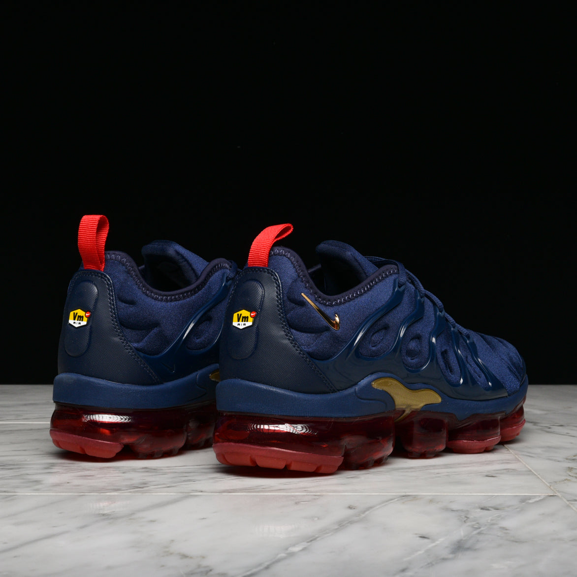 best sale free delivery closer at AIR VAPORMAX PLUS