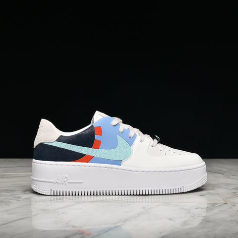 WMNS AIR FORCE 1 SAGE LOW LX - PLATINUM TINT / LIGHT AQUA