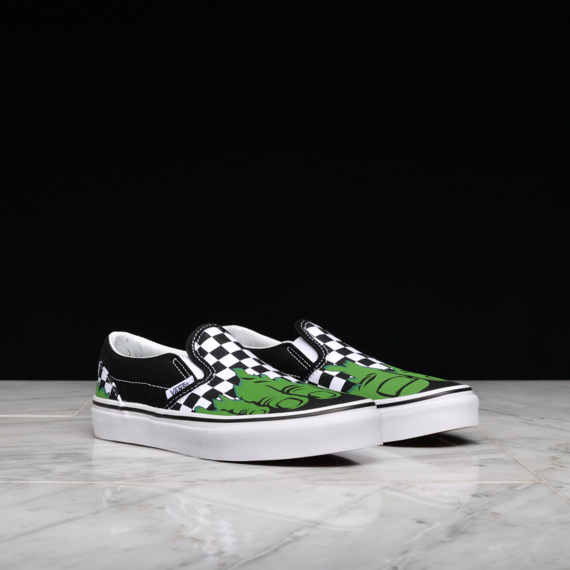 ... MARVEL x VANS CLASSIC SLIP-ON (KIDS) - INCREDIBLE HULK ... b537f5feb