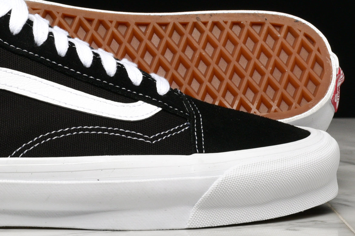 VANS VAULT OG OLD SKOOL LX - BLACK / WHITE