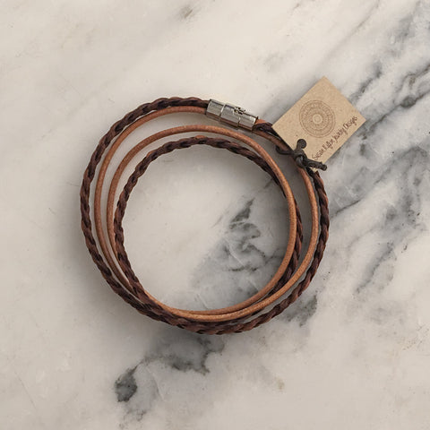 FLAT BRAIDED LEATHER WRAP BRACELET - NATURAL