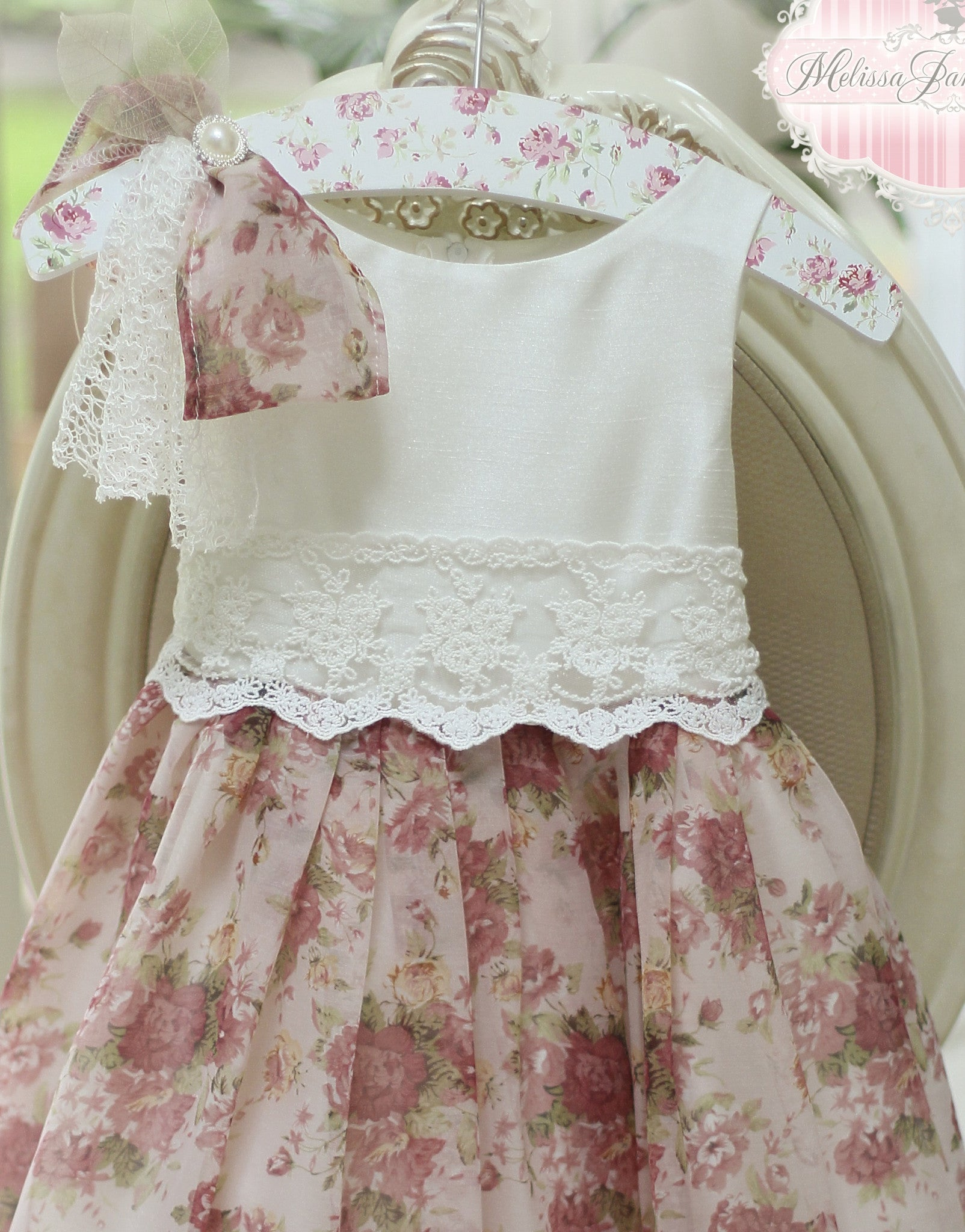 Vintage Flower Girl Dresses with Feathers