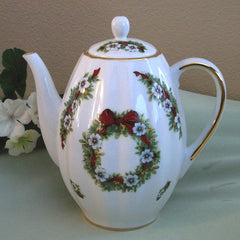 Tall Ribbed Teapot Christmas Wreath w White Flowers